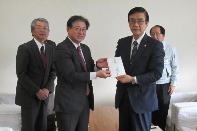 大友角田市長に支援金(決定)