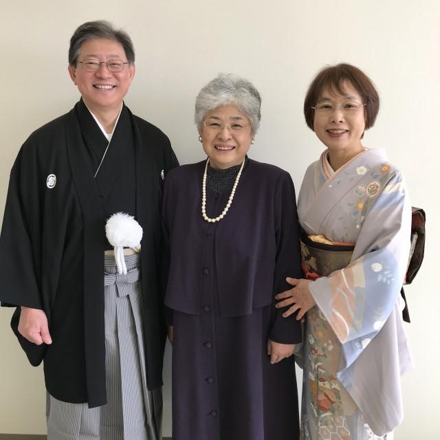 中央支部 千葉支部長(中央)を囲む近藤教会長夫妻