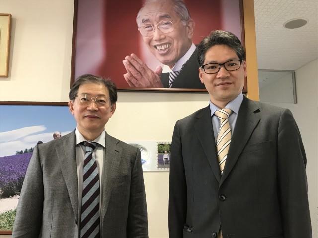 堂前旭川教会長(向かって右)と